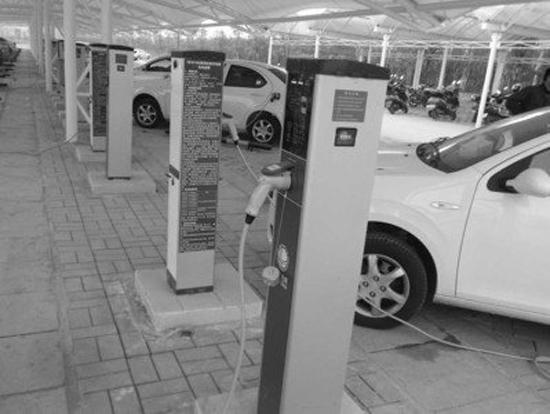 """在""""十二五""""期间及更远的将来,相信以江淮汽车为代表的自主车企,在国家政策的大力扶持下,通过不断加大新能源车型的发展力度,必将走出一条辉煌的新能源产业之路,率先实现有中国制造向中国品牌的跨越。 责编:王燕"""