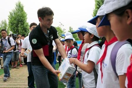 小学世界日:绿色v小学掀世园风暴生态鸡西牛奶图片